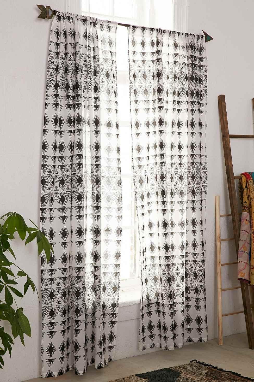 Rideau trikona noir et blanc urban outfitters pickture - Rideau noir et blanc design ...