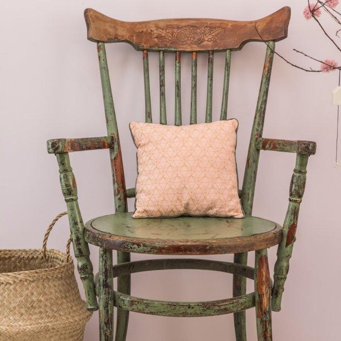 coussin rose s rigraphi le petit floril ge le petit floril ge pickture. Black Bedroom Furniture Sets. Home Design Ideas