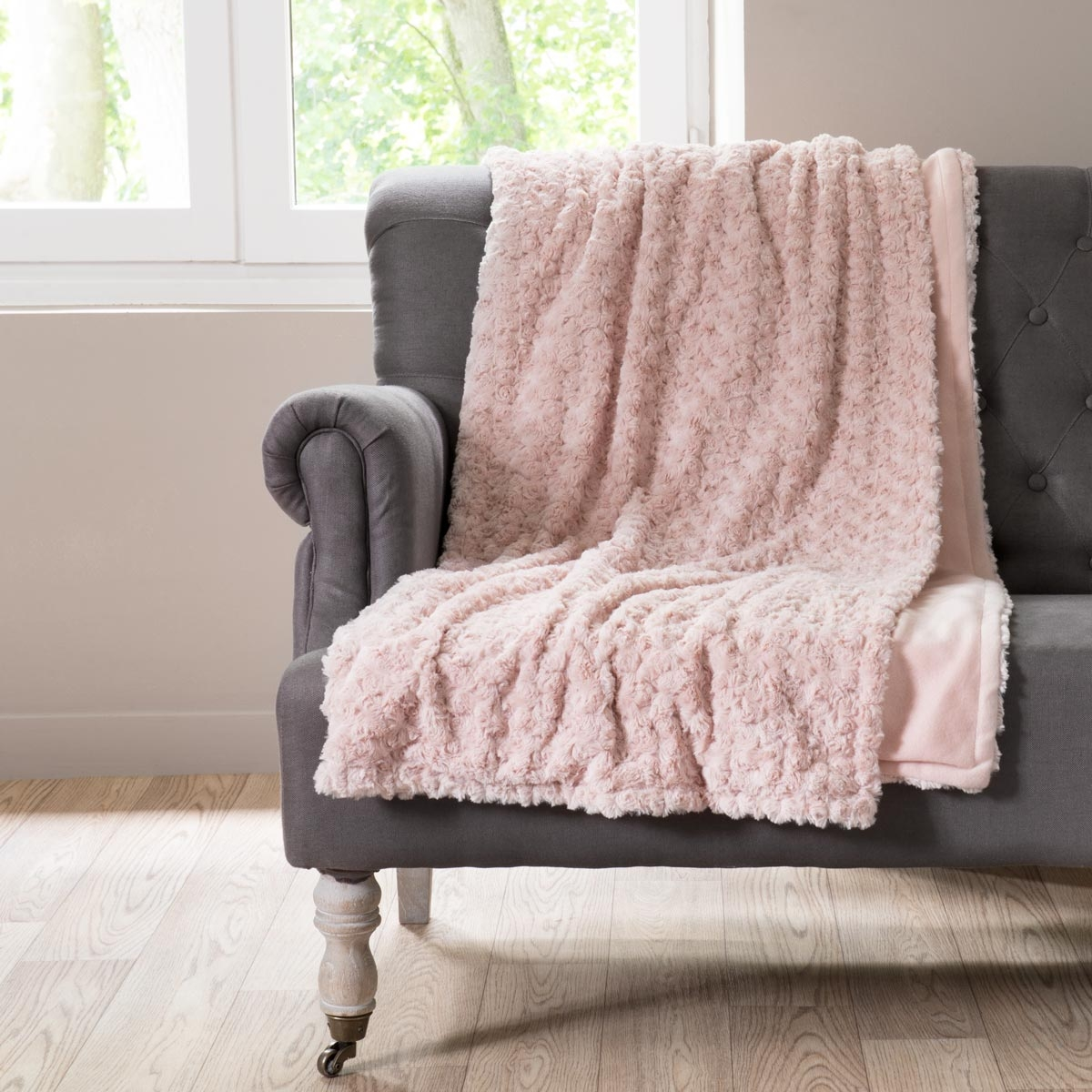 chauffeuse lilas rose maisons du monde pickture. Black Bedroom Furniture Sets. Home Design Ideas